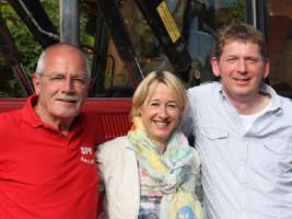 Ehemaliger Vorsitzender Roland Sauer, Landtagsabgeordnete Martina Fehlner und Bürgermeister Michael Dümig